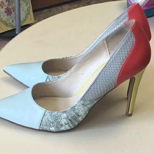 Rock & Republic multi-patterned closed toe heels